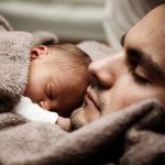 Warum weinen Babys im Schlaf?