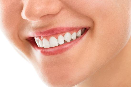 10 Ursachen für geschwollenes Zahnfleisch und 14 einfache Hausmittel