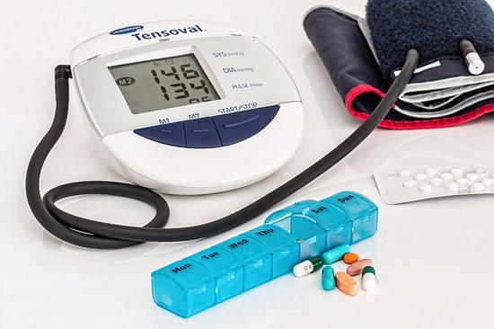11 Symptome von zu niedrigem Blutdruck und 4 Hauptursachen für Hypotonie