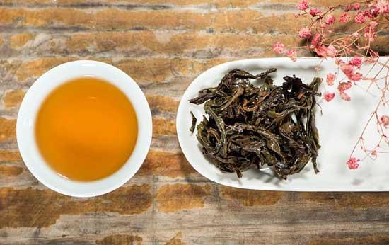13 erstaunliche gesundheitliche Wirkung von schwarzem Tee (und wie man ihn zu Hause macht!)