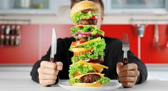 8 Nebenwirkungen von übermäßigem Essen und wie man es stoppt (4 Tipps!)