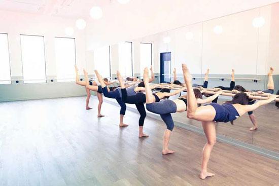 Barre Workout was es ist & wie Sie davon profitieren können (9 gesunde Effekte)