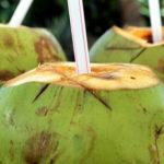 Top 10 gesundheitliche Vorteile von Kokosnusswasser (und wie zu wählen)