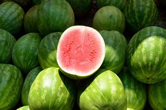 Top 6 überraschende gesundheitliche Vorteile der Wassermelone (und mögliche Nebenwirkungen!)