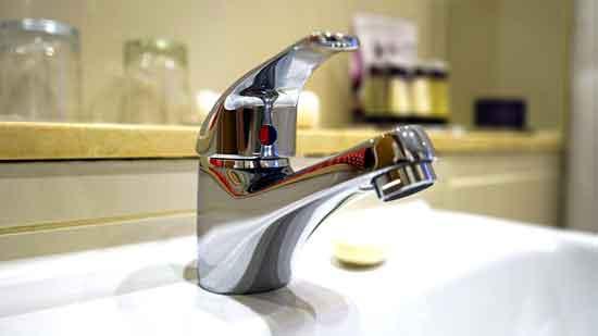 Ist Leitungswasser gesund Ungesund zu Gesicht