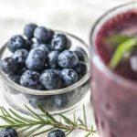 11 unglaubliche gesunde Wirkung von Heidelbeersaft (und warum!)