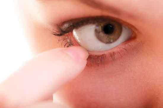 Top 5 mögliche Ursachen für starke Schmerzen im Auge (und was tun!)