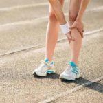 Was verursacht Schienbeinschmerzen und wie werden die Schmerzen beseitigt?
