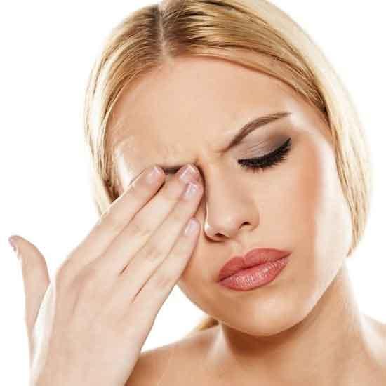 schmerzende Augen Symptome und natürliche Hausmittelbehandlung