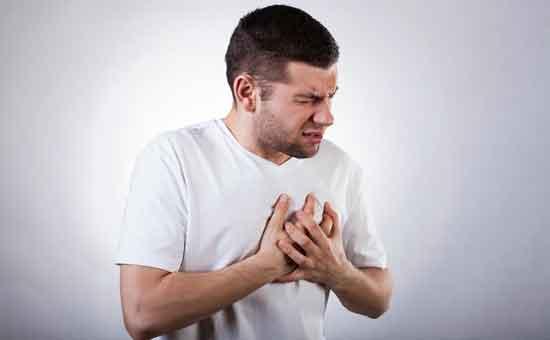 Brustschmerzen nach dem Essen 8 Ursachen, Behandlung