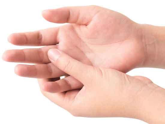 Hühneraugen am Finger Ursachen, Symptome, Behandlung