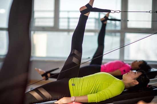 Hilft Pilates beim Abnehmen
