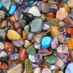 Wie Sie Ihren Kristall reinigen und aufladen (10 Wege)