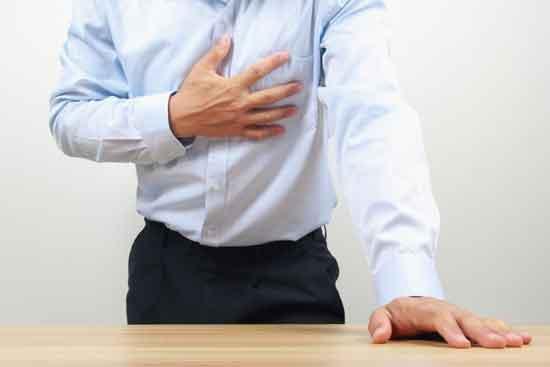 Schmerzen in der linken Brust bei Männern 5 Ursachen und Behandlung