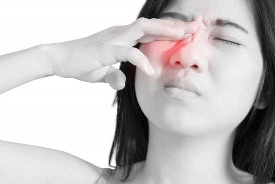 Warum tun meine Augen weh 14 Ursachen und Behandlung