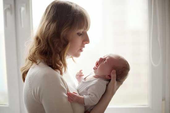 Baby schreit beim Stillen - Warum Wie beruhige ich mein Baby