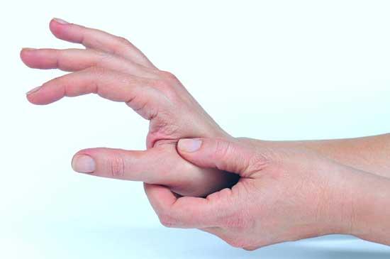 Schmerzen im Daumengelenk 9 Ursachen und Behandlung