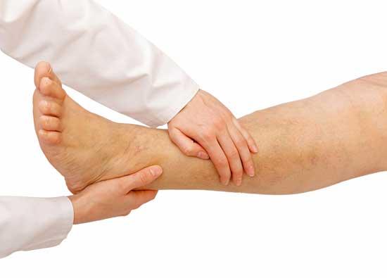 Wasser in den Beinen Ursache, Symptome, gefährlich, Schwangerschaft, Behandlung, Hausmittel
