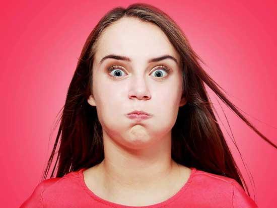 geschwollenes Gesicht 6 Ursachen und Behandlung