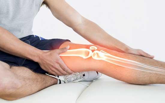 Knieschmerzen beim Beugen, 8 Ursachen und Behandlung