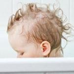 Ist es in Ordnung, in der Nähe deiner Kinder nackt zu sein?