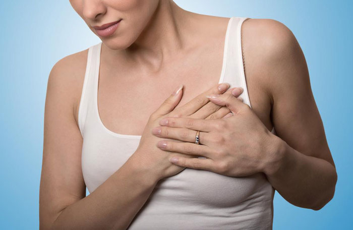 Schmerz in der Brust 30 mögliche Ursachen und wann Sie einen Arzt aufsuchen sollten.