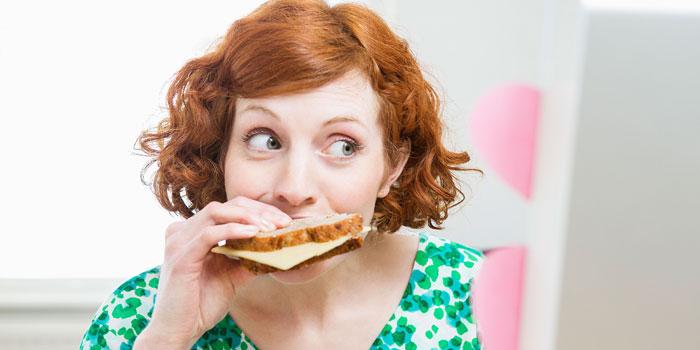 das langsame Kauen von Lebensmitteln kann Ihnen tatsächlich helfen, Gewicht zu verlieren.