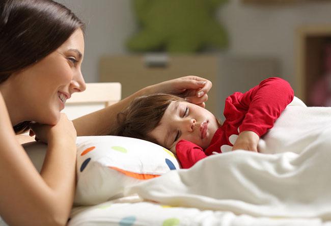 10 Tipps, um Ihre Kinder zum Schlafen zu bringen