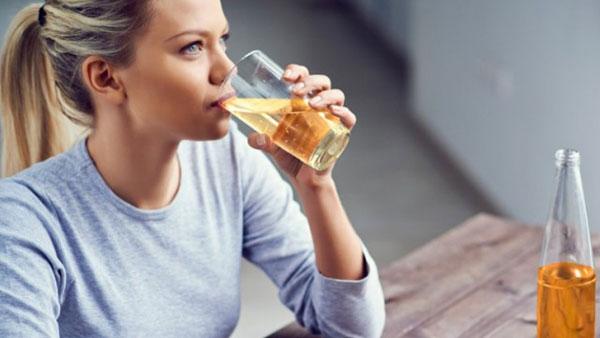 Apfelessig Entgiftung Detox Nebenwirkungen und Reinigung