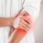 Armschmerzen: Ursachen, Diagnose und Behandlungen