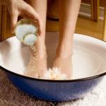 Bittersalz für Füße: Wie es funktioniert, Vorteile und mehr