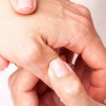 Daumenschmerzen Ursachen, Symptome, Diagnose und Behandlungen