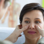 Dunkle Augenlider: Ursachen, Hausmittel, Behandlung und mehr