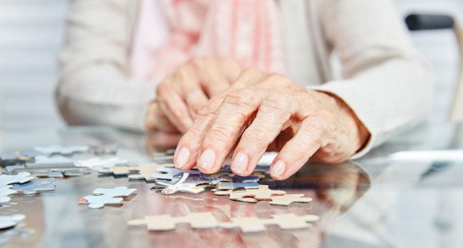 Frontotemporale Demenz Symptome, Behandlungen und Ursachen
