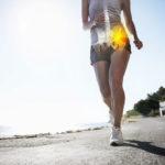Hüftschmerzen beim Gehen? Antworten und Ideen zur Behandlung