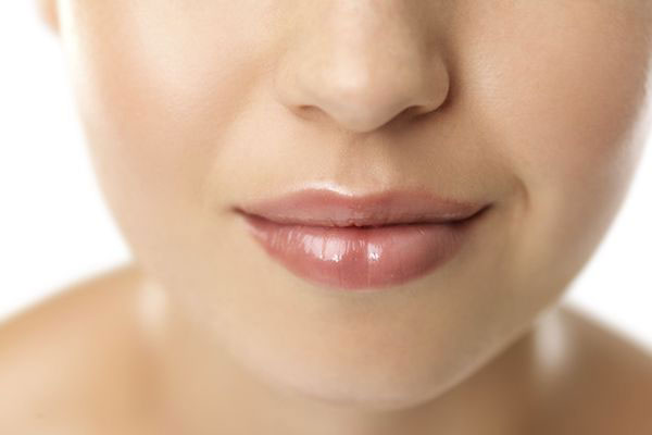 Nasolabiale Falten Behandlungen, Ursachen und Vorbeugung