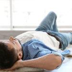 Schlafen auf dem Boden Vorteile, Nebenwirkungen, als Behandlung und Anleitung