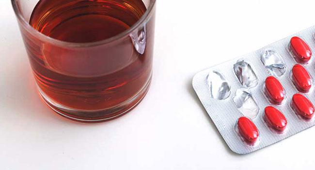 Sicherheitshinweise für Azithromycin und Alkohol