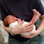 Steißbein Baby: Ursachen, Komplikationen und Wendungen