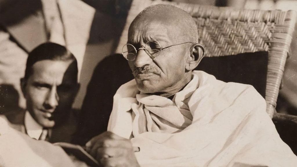 Mahatma Gandhi, Indiens bahnbrechender Unabhängigkeitsführer, spielte sogar mit dem Gedanken, trotz seiner vegetarischen Überzeugung Fleisch zu essen